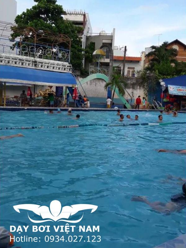 Hồ bơi Phú Lâm