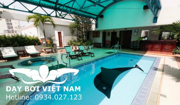 Hồ bơi nhà khách Hương Sen