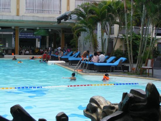 Hoc bơi o Khach San De Nhat Ho Chi Minh