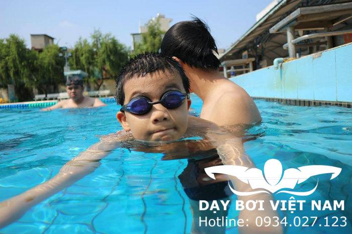 Cách học bơi ngửa