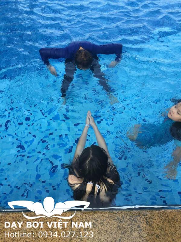 Dạy bơi Bình Dương