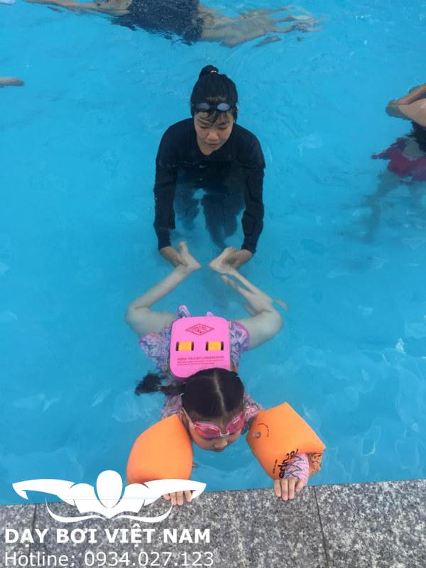 Dạy bơi cho bé tại TPHCM