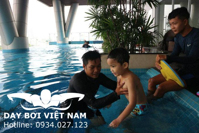Dạy bơi cho bé 3 tuổi TPHCM