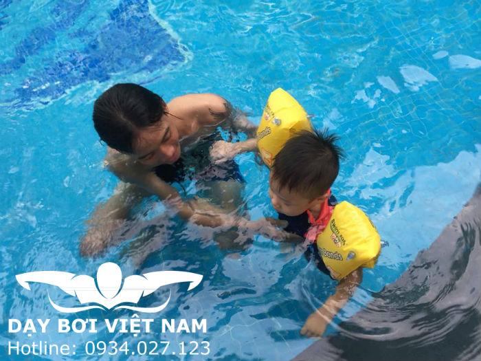 Dạy bơi cho bé 6 tuổi TPHCM