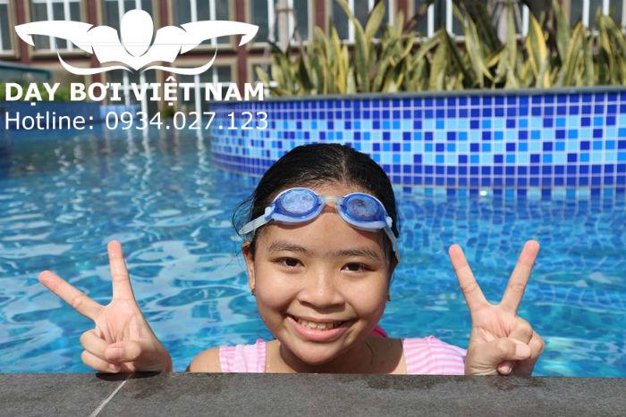 Dạy bơi tại hồ bơi Etown TPHCM