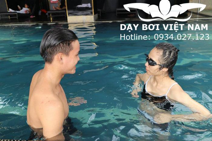 Học bơi tại hồ bơi Lam Sơn TPHCM