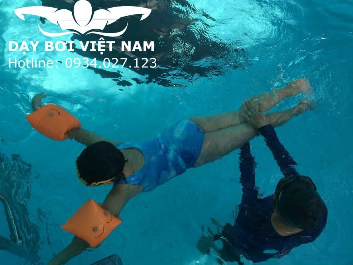 Dạy bơi trẻ em Quận 2 TPHCM