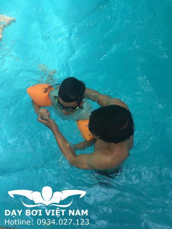 Dạy bơi tại Bình Dương