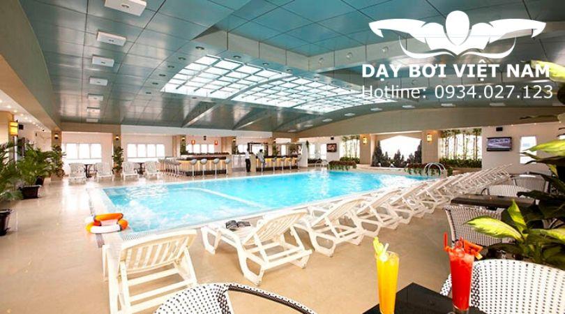 hồ bơi khách sạn May