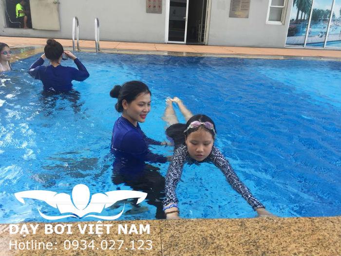 Học bơi Công viên Lê Thị Riêng TPHCM