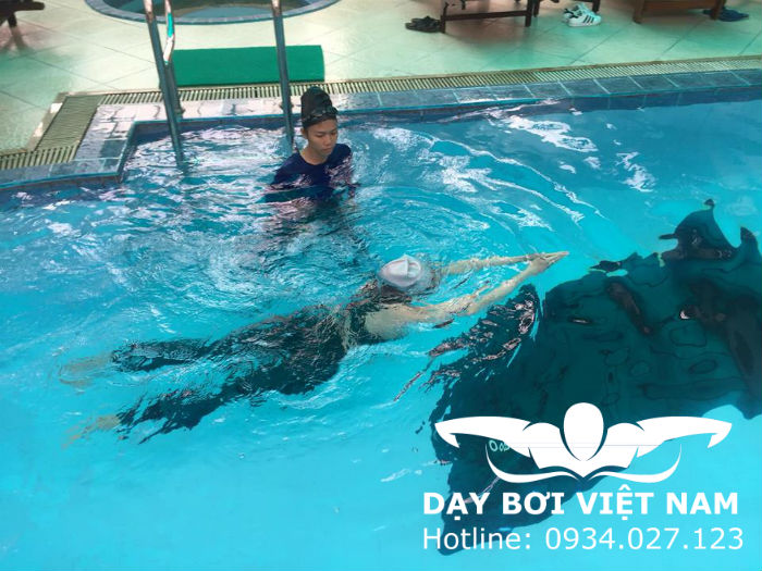 Lớp học bơi dành cho người lớn TPHCM