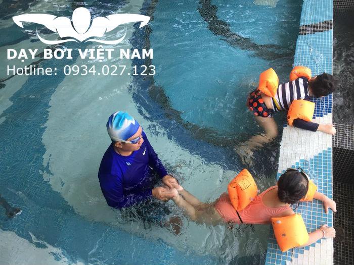 Học bơi ở đâu tốt TPHCM