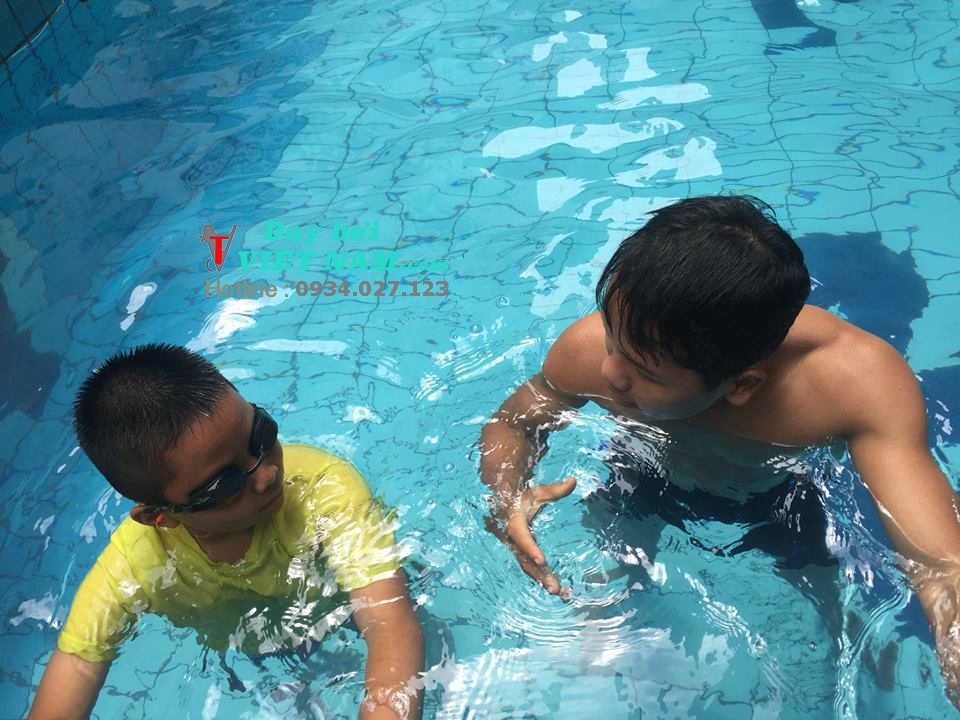 Học Bơi Ở Hồ Bơi Lido