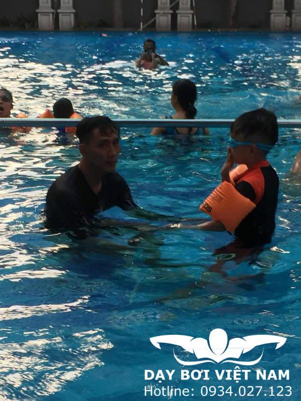Học bơi ở Khách sạn Đệ Nhất Hồ Chí Minh