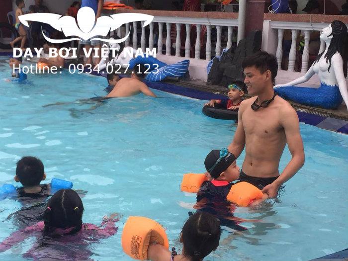 Học bơi ở nhà Thiếu nhi Thủ Đức TPHCM