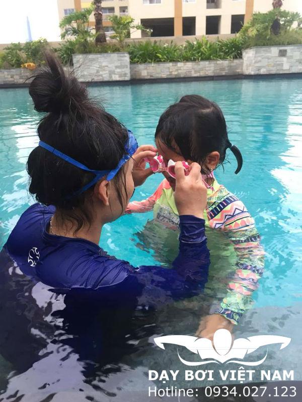 Hướng dẫn học bơi cho người chưa biết bơi