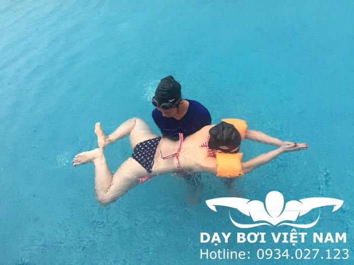 Hướng dẫn tập bơi cho người mới bắt đầu TPHCM