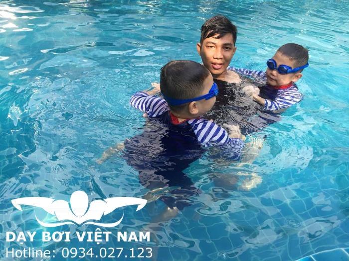 Học bơi trẻ em