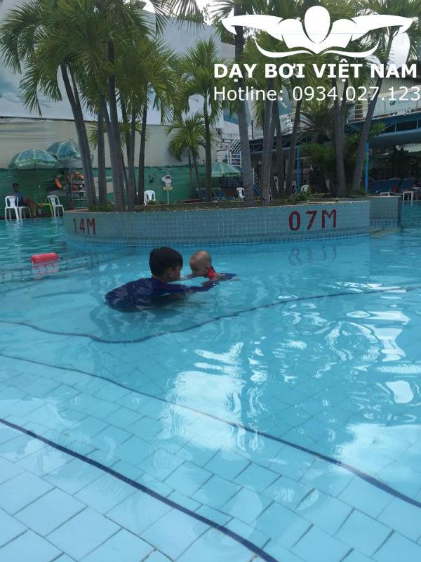 Lớp dạy bơi cho trẻ sơ sinh TPHCM