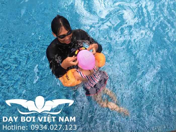 Lớp học bơi cho bé 4 tuổi TPHCM