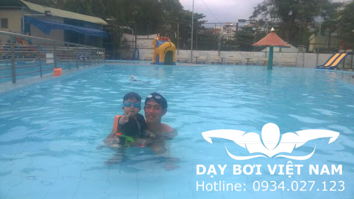 Lớp học bơi Quận 4 TPHCM