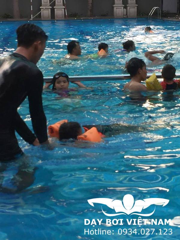 Quận 7 học bơi ở đâu