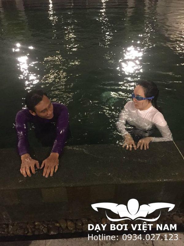 Tập bơi cho người chưa biết bơi